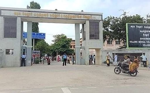 வேலூர்: `கொரோனா வார்டில் 2 பேர் திடீர் மரணம்!' - ஆக்ஸிஜன் பற்றாக்குறை காரணமா?