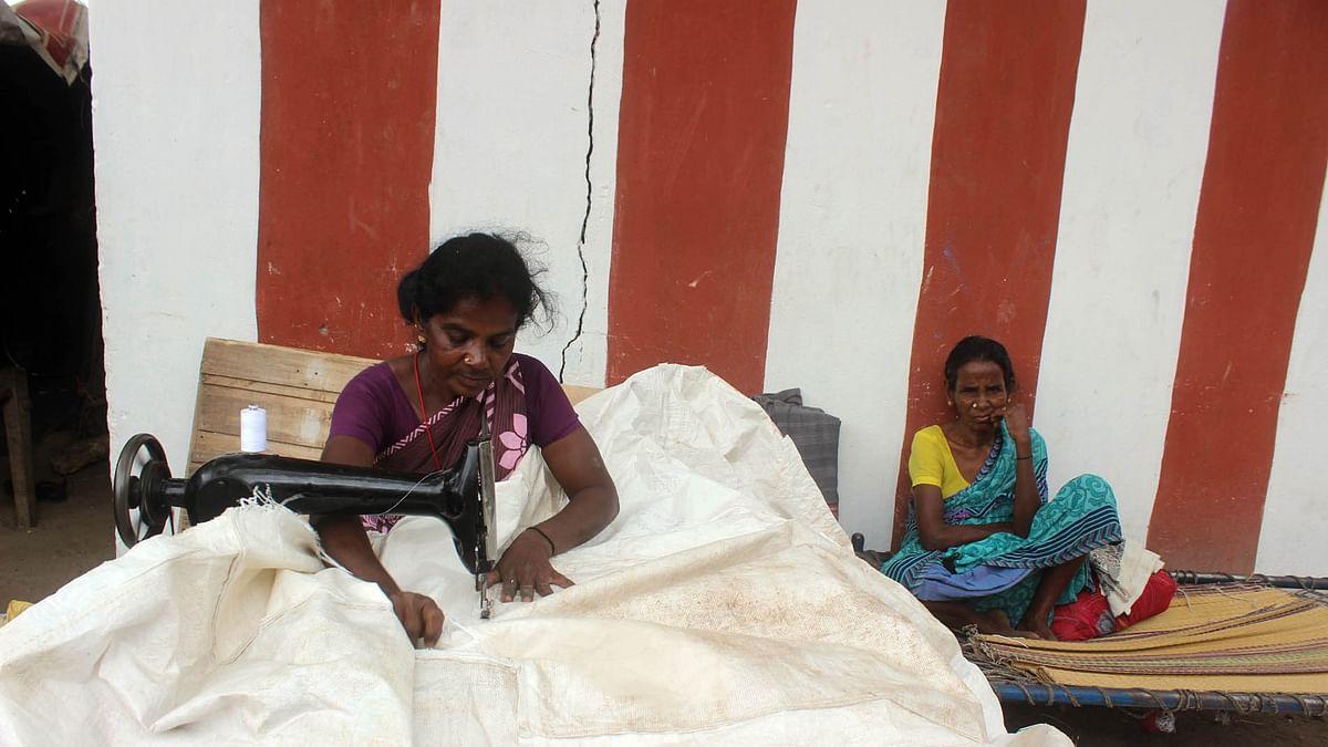 படுதா தைக்கும் சரோஜா