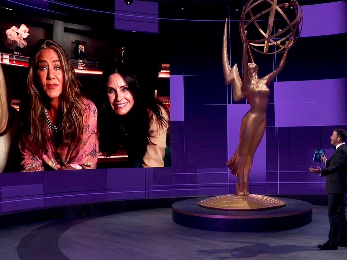 இது `அவார்ட்ஸ் ஃப்ரம் ஹோம்' சீசன்... எம்மியில் கலக்கிய சீரிஸ்கள் எவை? #Emmys2020