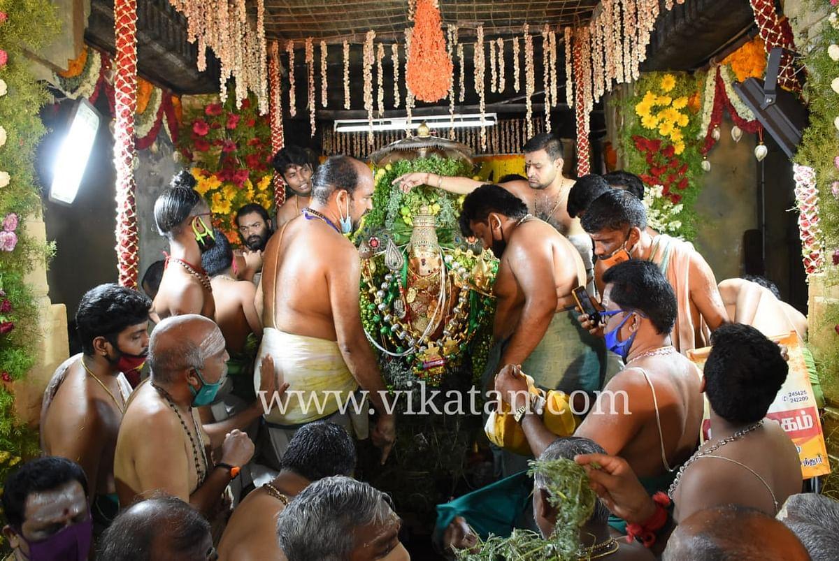 அபிசேக மண்டபத்தில்  சுவாமி சண்முகர்