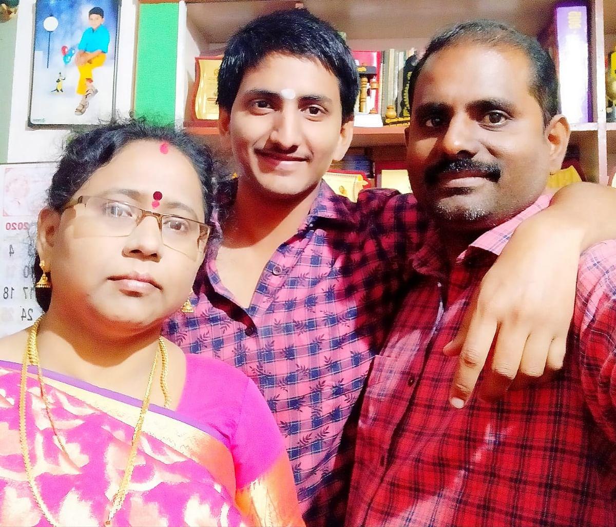 மேதாசங்கர் பெற்றோர் மணி.கணேசன் -அமுதா