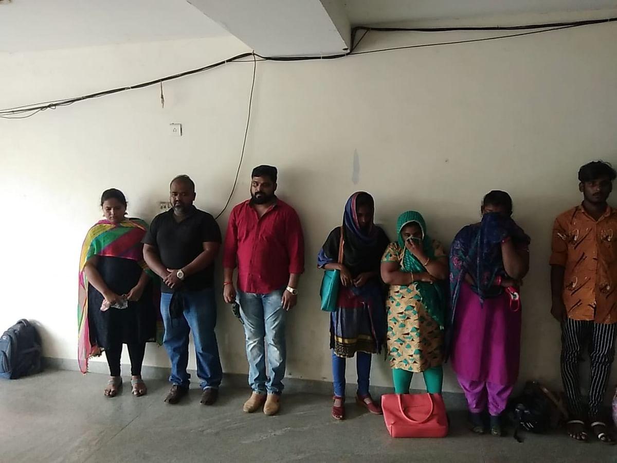 போலி கால் சென்டர் வழக்கில் கைதானவர்கள்
