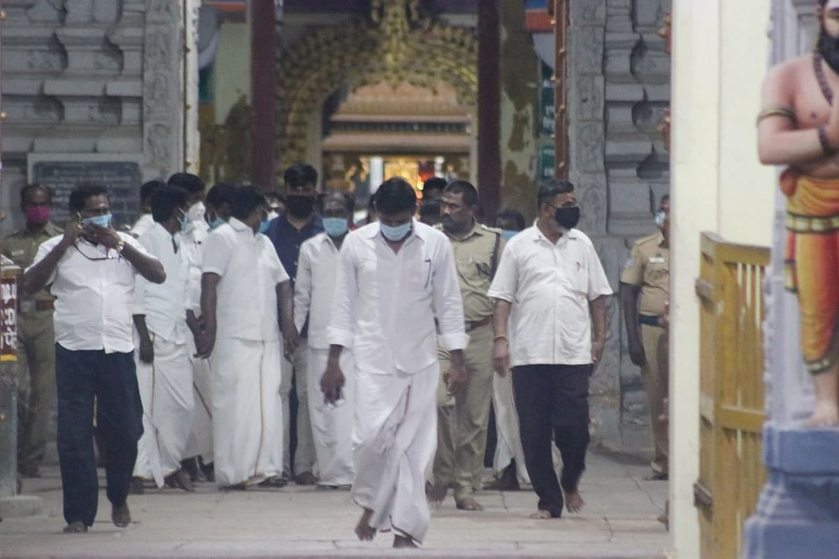 ராமேஸ்வரம் கோயிலில் சாமி தரிசனம்