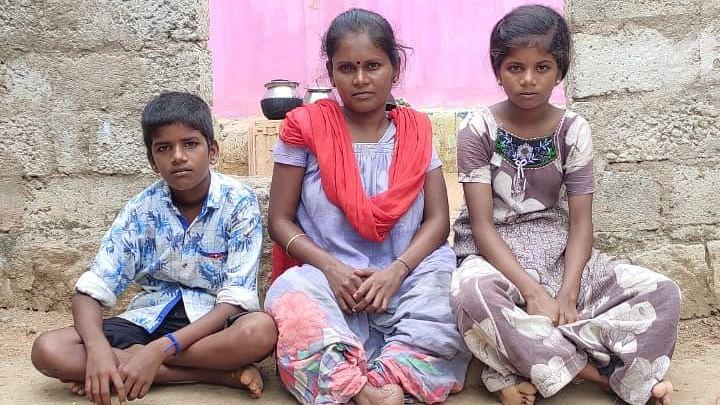 குடும்பத்துக்காகப் போராடும் மாற்றுத்திறனாளி சரிதா