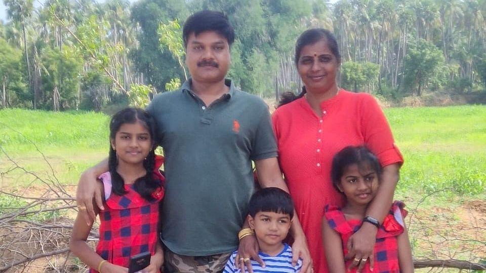 கவிஞர் விவேகா குடும்பம்