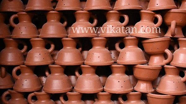 காயவைக்கப்பட்டுள்ள சாம்பிராணி கிண்ணம்
