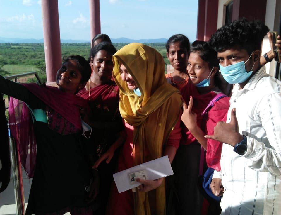 சாய் பல்லவியுடன் மாணவர்கள் செல்ஃபி