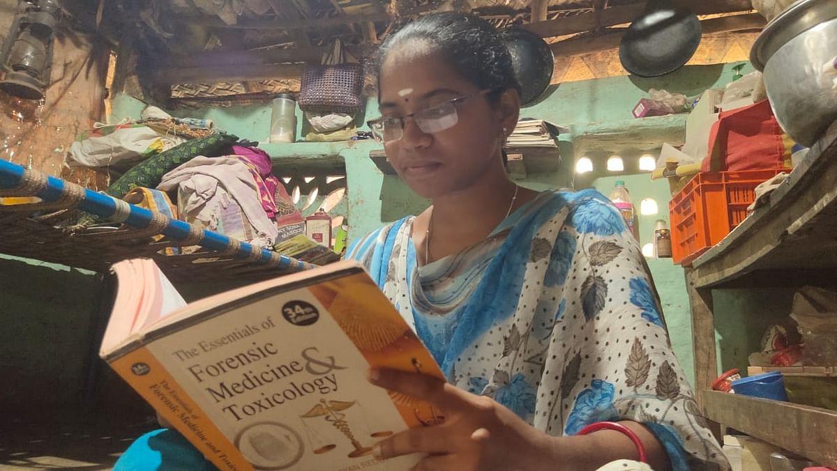 சித்தா டாக்டருக்கு படிக்கும் மாணவி பத்மபிரியா