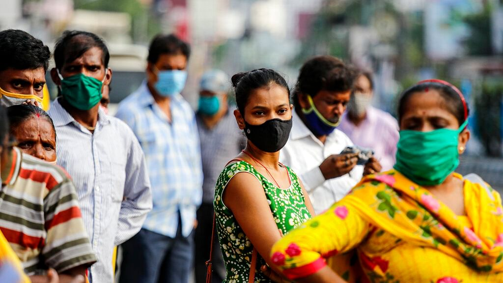 Commuters with face mask | முகக்கவசம்