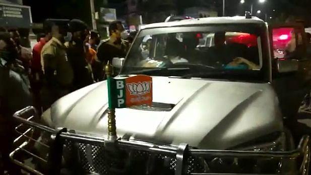 பா.ஜ.க. பிரமுகர் காரில் மாடல் அழகி