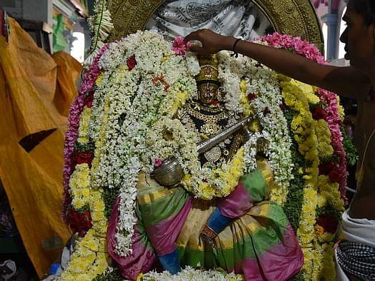 விஜயதசமி நன்னாளில் வீட்டிலேயே எழுத்தறிவிக்கலாம்... அட்சராப்யாசம் செய்வது எப்படி?