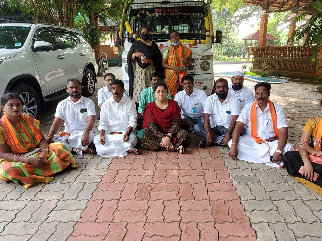 பா.ஜ.க உறுப்பினர் குஷ்பு கைது... மக்கள் கருத்து என்ன? #VikatanPollResults