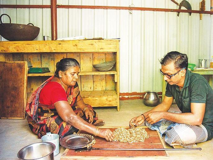 `ரூ.45 லட்சம் டேர்ன் ஓவர்!' - கருப்பட்டி கடலை மிட்டாய் பிசினஸில் கலக்கும் இன்ஜினீயர்
