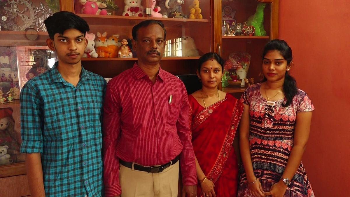 கிருத்திக்கா குடும்பத்துடன்
