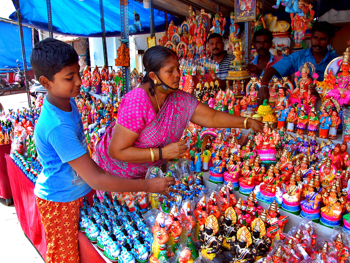 நவராத்திரிமுதல் நாள் வழிபாடு... கொலு வைக்காதவர்களும் சிறப்பாகக் கொண்டாடுவது எப்படி? #GoluGuidance