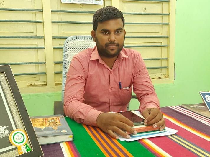 வேதாரண்யம்: `மக்கள் தணிக்கை!'-  வரவு, செலவு நோட்டீஸ் விநியோகித்த ஊராட்சித் தலைவர்