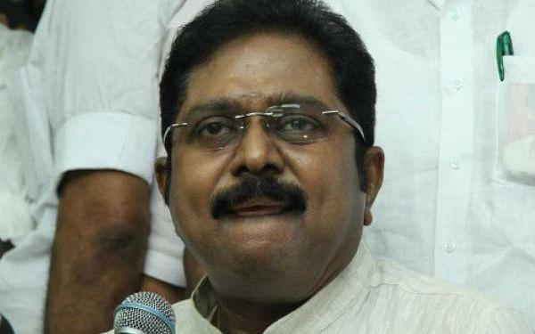 தளபதிகளை இழந்துவரும் தினகரன்...தாக்குப்பிடிப்பாரா அரசியல் களத்தில்?