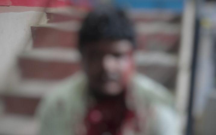 தேனி: `ரூ.60 செல்போன் கவரை 20 ரூபாய்க்குக் கொடுங்க!'- பேரத்தால் கடைக்காரருக்கு நேர்ந்த சோகம்