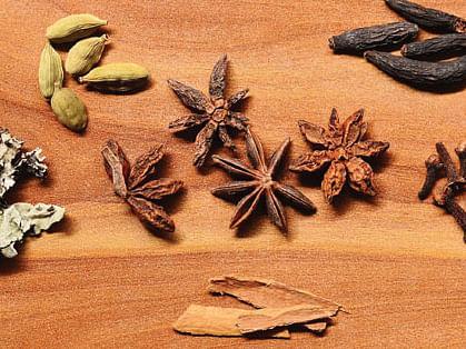 மிளகு, சீரகம், லவங்கம், ஏலக்காய், பட்டை
