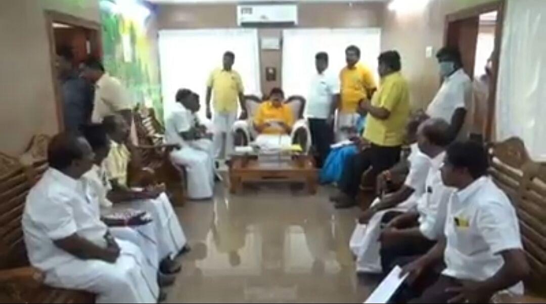 ராஜேந்திர பாலாஜி நடத்திய ஆலோசனைக் கூட்டம்
