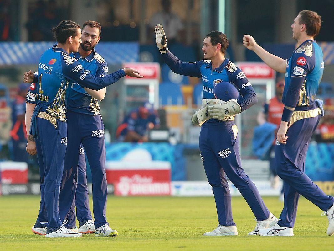 IPL 2020: வெற்றிகளால் மிரட்டும் மும்பை... வலுவிழந்து வீழ்ந்த ஹைதராபாத்! #MIvSRH