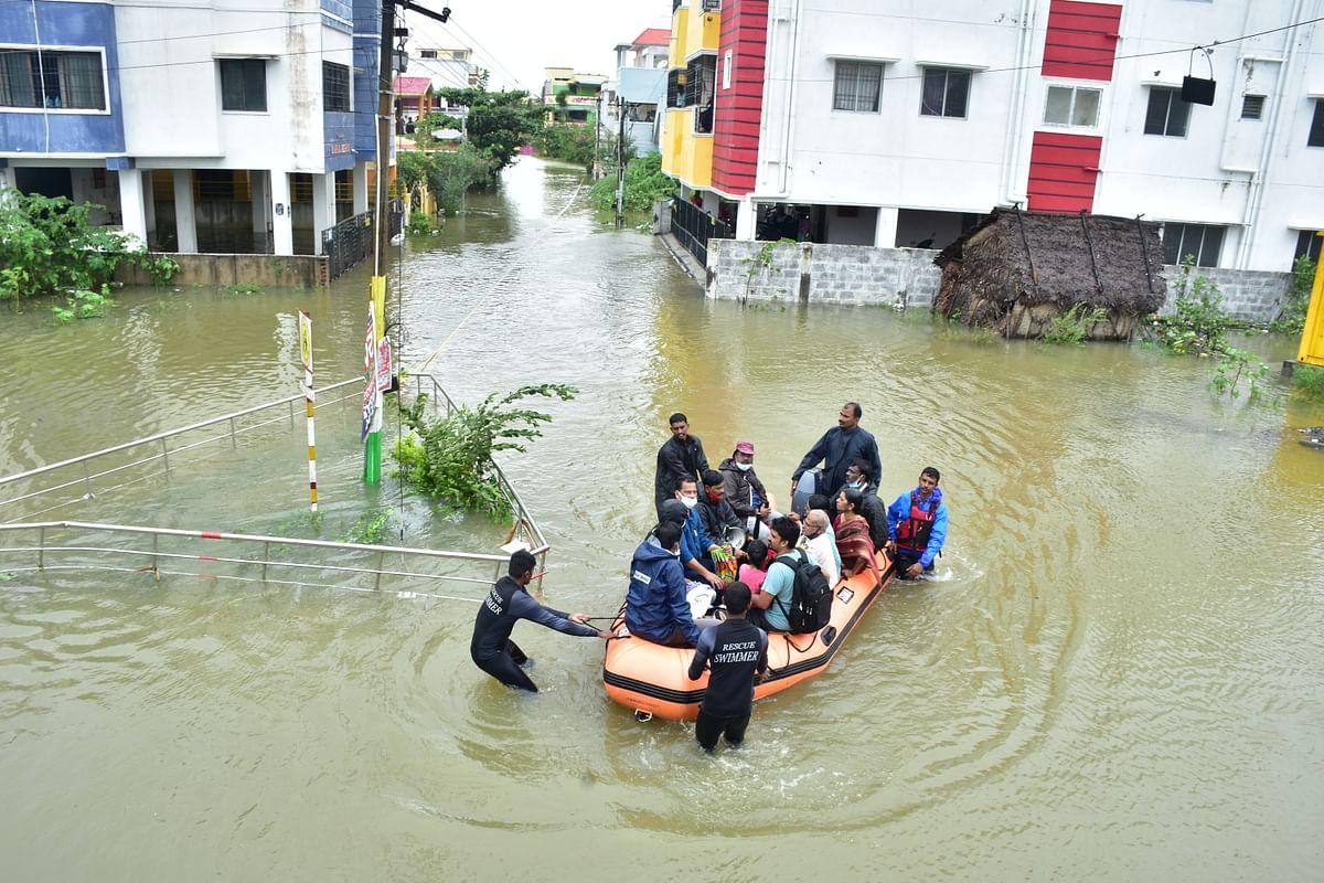 நிவர் புயலால் சென்னையில் ஏற்பட்ட வெள்ளம்