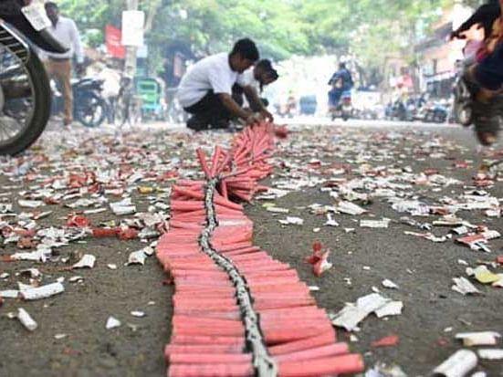 சிவகாசி: தடையால் ரூ.600 கோடி பட்டாசுகள் தேக்கம் - மீண்டும் உற்பத்தியைத் தொடங்கத் தயக்கம்!