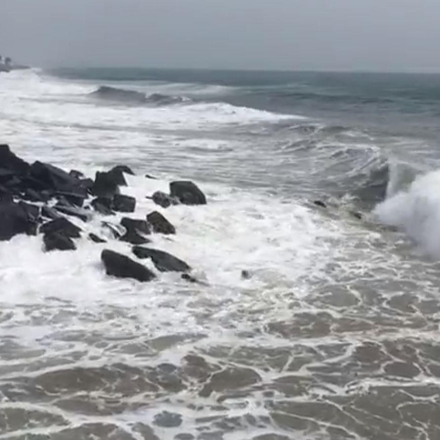 நிவர் புயல் - புதுச்சேரி கடல்