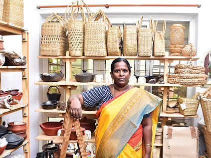 அரசாங்க வேலையிலிருந்து ஆர்கானிக் பொருள்கள் விற்பனைக்கு... மகேஸ்வரியின் மனசுக்குப் பிடிச்ச பிசினஸ்
