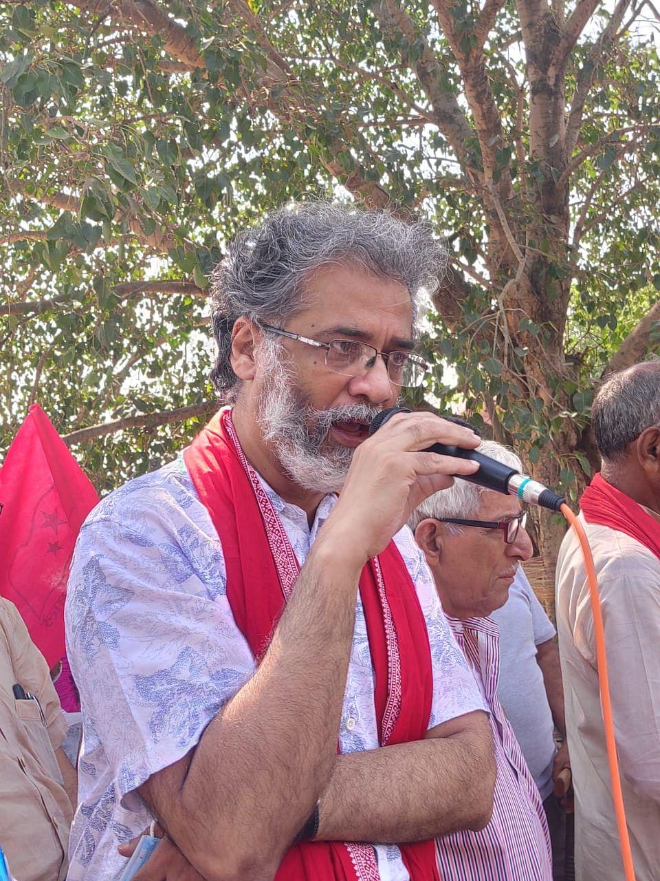 தீபன்கர் பட்டாச்சார்யா