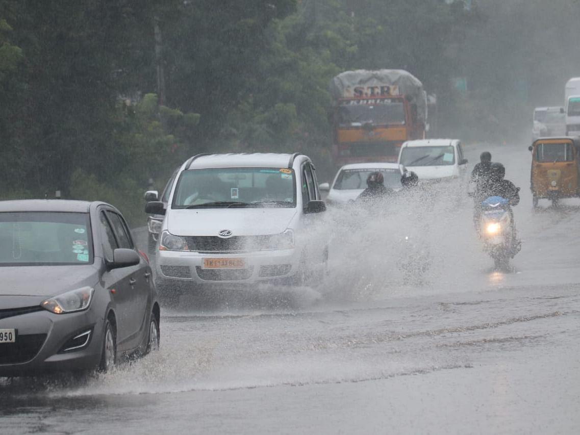 சென்னை: செம்பரம்பாக்கம், புழல் ஏரிகளிலிருந்து நீர் திறப்பு- மக்களுக்கு வெள்ள அபாய எச்சரிக்கை!