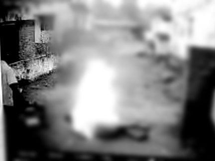 நெல்லை: பெட்ரோல் ஊற்றி பற்றவைத்த தச்சுத் தொழிலாளி மரணம்! - கட்டிய சீட்டுப்பணம் கிடைக்காததால் சோகம்