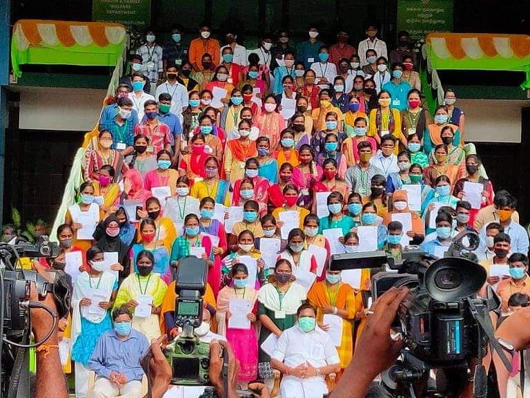 நீட் தேர்வில் தகுதி பெற்ற அரசுப் பள்ளி மாணவர்கள்