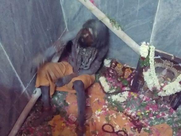 தேனி: 9 அடிக் குழியில் இறங்கிய அகோரி! - ஜீவசமாதி தகவலால் பதறிய காவல்துறை