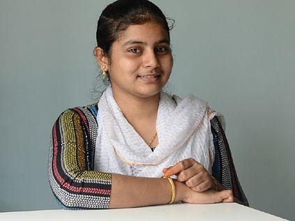 பெண்கள் அரசியல் பழகணும்! - துணி நாப்கின் பிசினஸில் அசத்தும் 19 வயது இஷானா