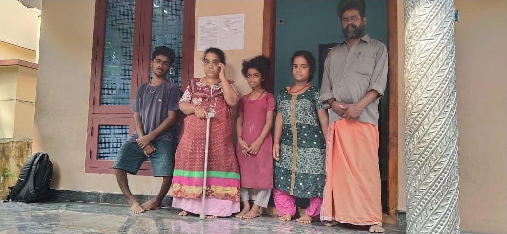 ஸ்ரீகுமாரின் மாற்றுத்திறனாளி குடும்ப உறுப்பினர்கள்