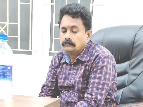 வேலூர்:`தீபாவளி வசூல் வேட்டை!' - விஜிலென்ஸ் அதிரடி ரெய்டில் சிக்கிய அதிகாரி