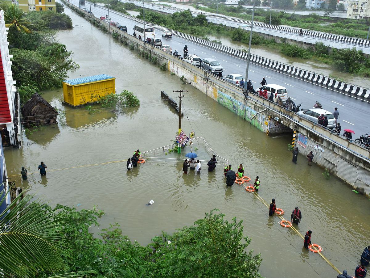 நிவர் புயலால் சென்னை முடிச்சூர் பகுதியில் ஏற்பட்ட வெள்ளம்