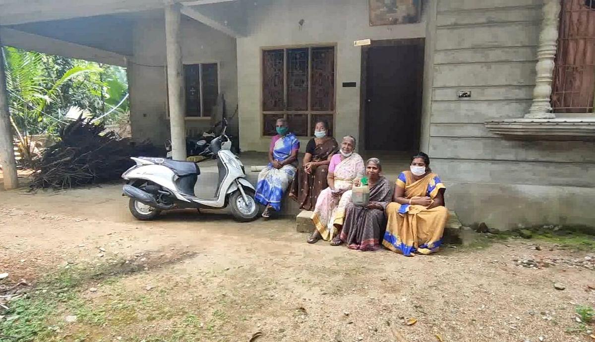 பணம் கொடுத்து ஏமாந்த பெண்கள் போராட்டம்