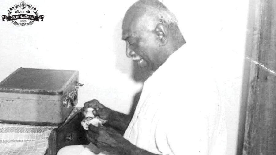 செல்ஃப் சேவிங் செய்யும் முதலமைச்சர் காமராஜர்