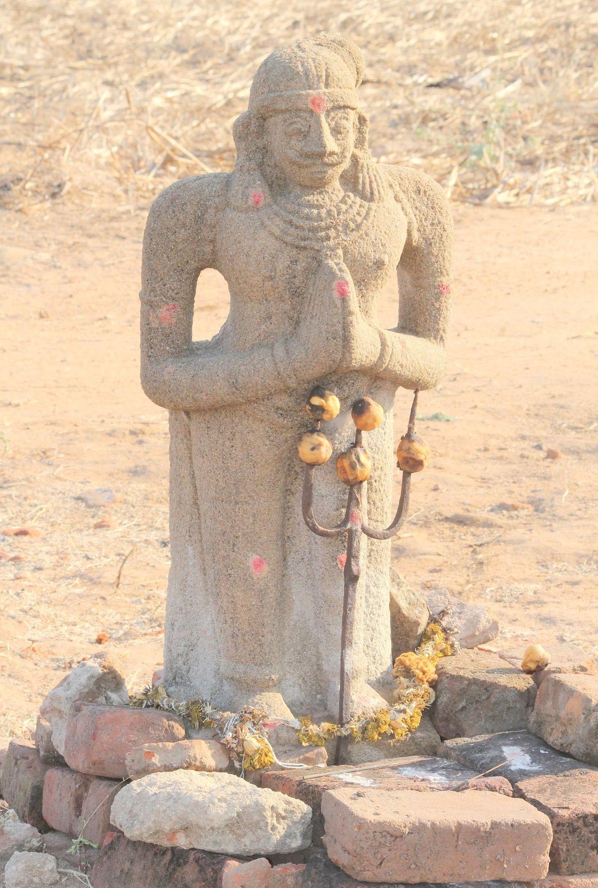 கோடங்கி சிலை