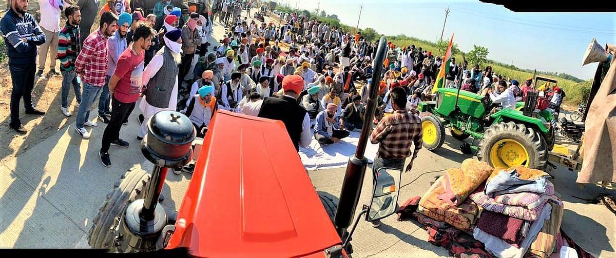 டெல்லியில் விவசாயிகளின் டிராக்டர் போராட்டம்