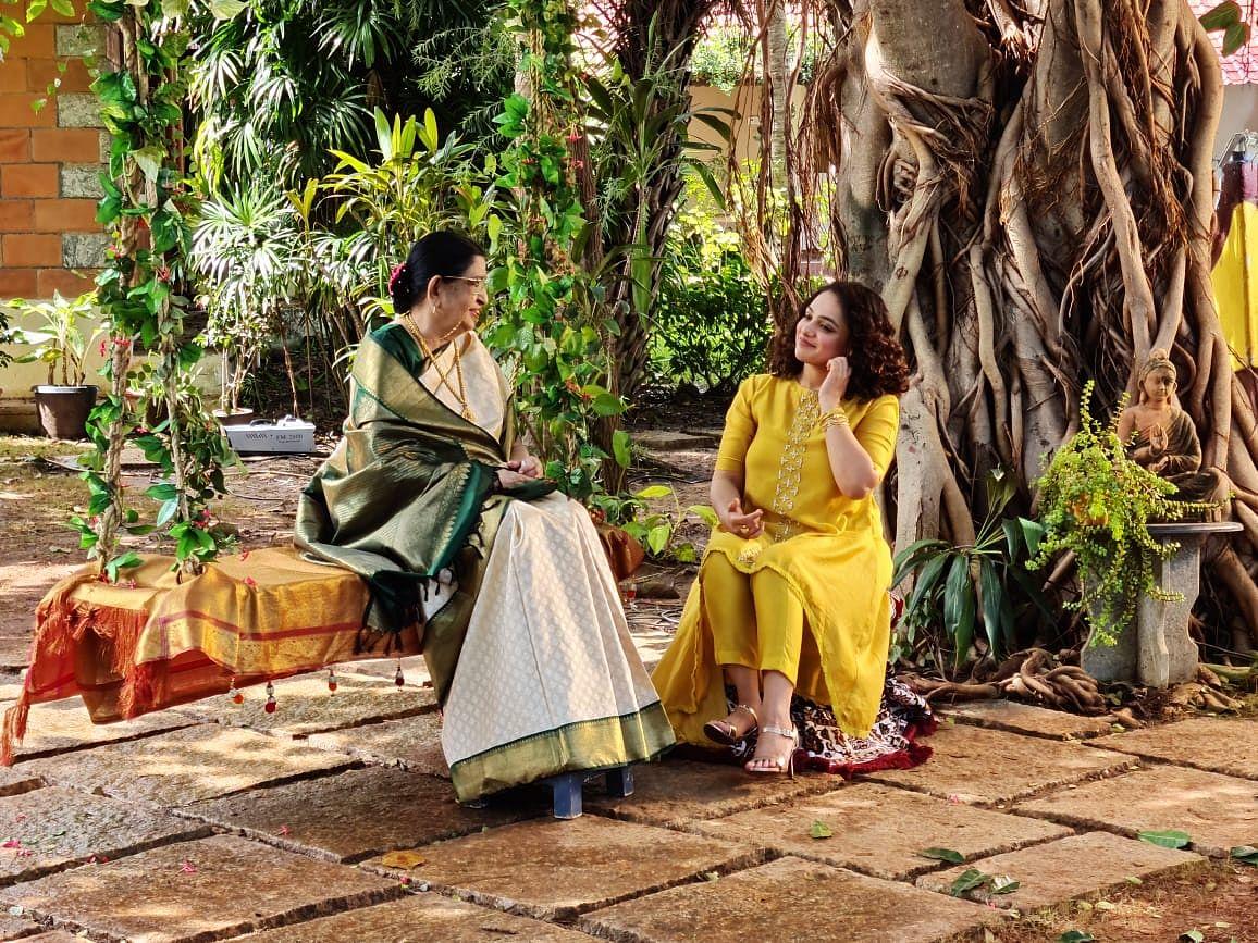 நித்யா மேனனுடன் பி.சுசீலா
