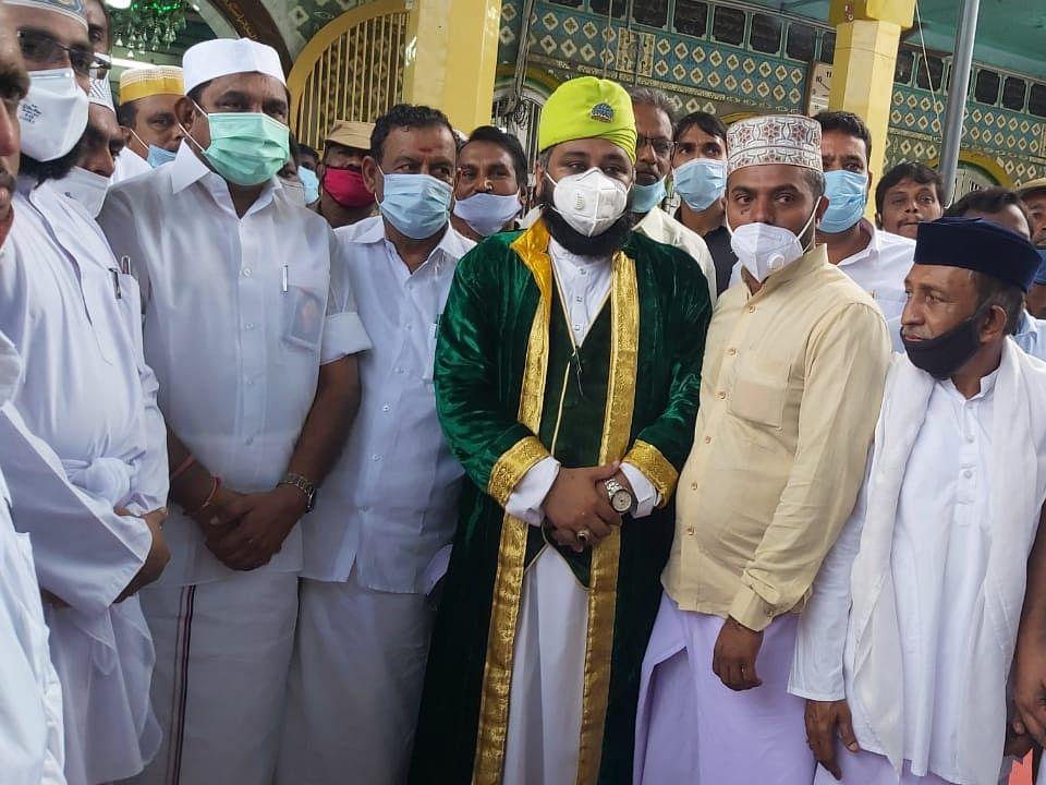 நாகூர் : `ஏக்கர் ஒன்றுக்கு ரூ.25,000 நிவாரணம் வேண்டும்!' - ஆய்வுக்கு வந்த முதல்வரிடம் கோரிக்கை