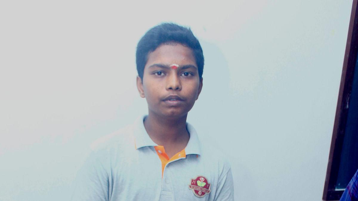 பில் போடும் டிராலியுடன் விகாஷ்