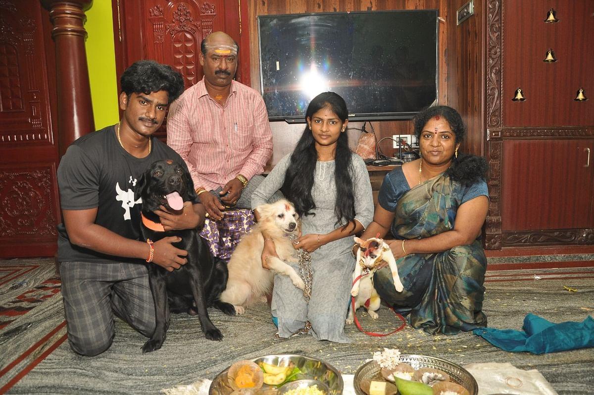 ஜோதிகுமார் குடும்பத்துடன்