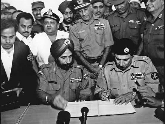 விஜய் திவாஸ்: `சரணடைந்த 93,000 பாகிஸ்தான் வீரர்கள்; வங்கதேசம் உதயம்!' -`1971' ஃப்ளாஷ்பேக்