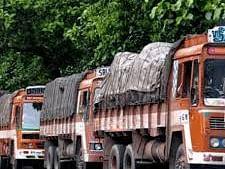 `உள்நோக்கத்தோடு செயல்படுகிறது தமிழக நெடுஞ்சாலைத்துறை ஆணையம்!' - குற்றம்சாட்டும் லாரி உரிமையாளர்கள்