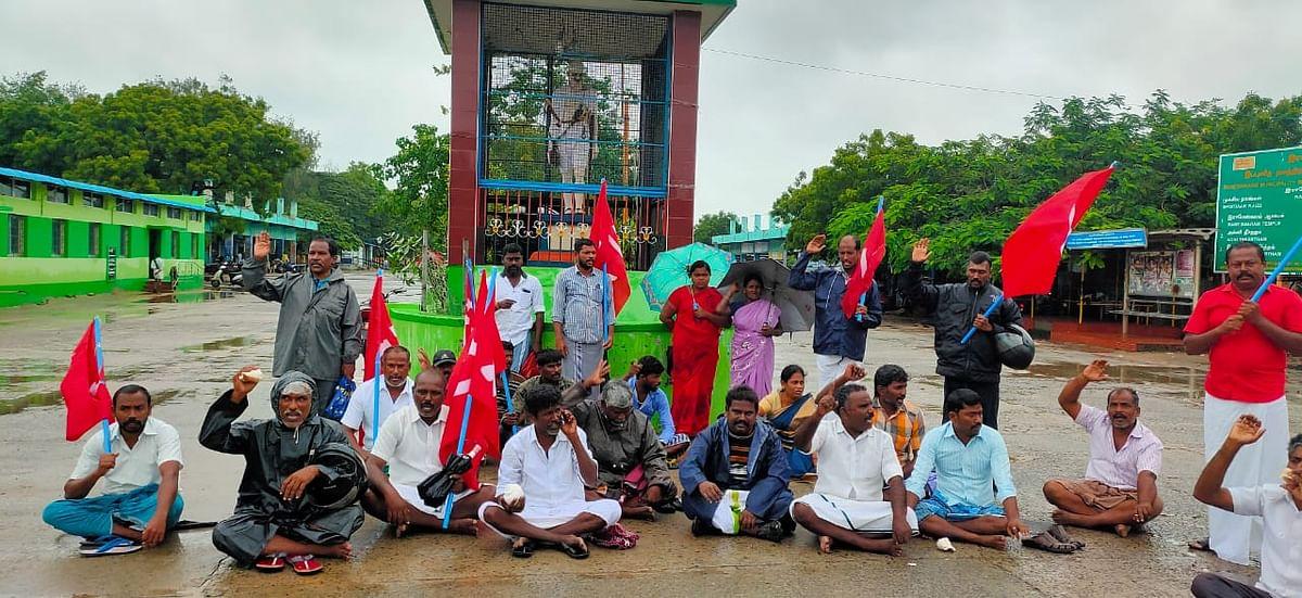 மார்க்சிஸ்ட் கட்சியினர் ஆர்ப்பாட்டம்.