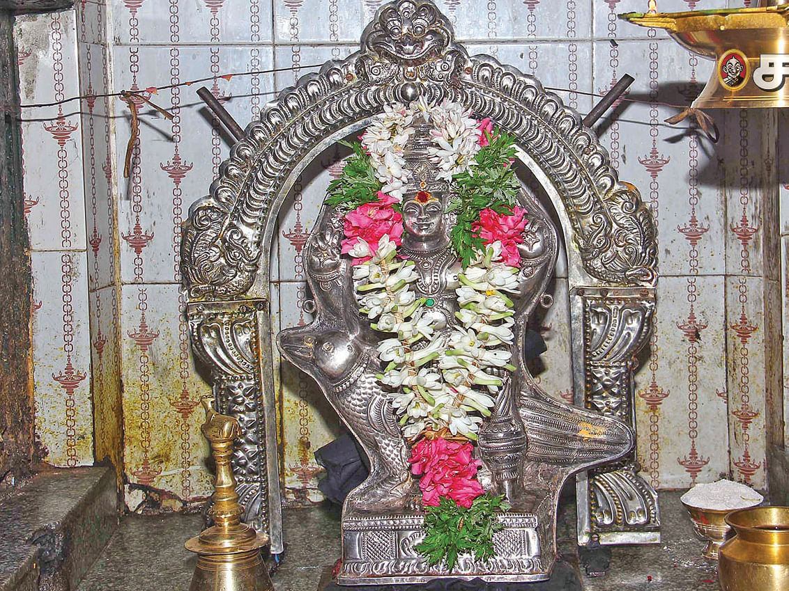 கதாயுத சனி பகவானுக்கு விசாக  வழிபாடு!